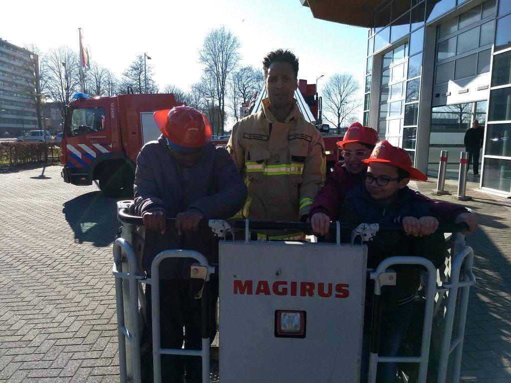 op bezoek bij de brandweer